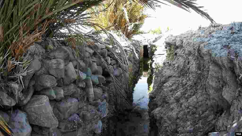 کاریز اس نظام کو کہا جاتا ہے جس میں قدرتی چشمے سے پانی کو سرنگوں کے ذریعے زمین کی سطح پر لا کر اس سے کاشت کاری کی جاتی ہے۔