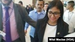 Delcy Rodríguez abandonó el recinto sin responder a más preguntas de la prensa donde se realiza la Asamblea General de la OEA