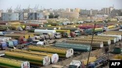 تیل کی کھپت میں کمی کے بعد پاکستان میں بیشتر ریفائنریز نے پیداوار کم کر دی ہے۔ (فائل فوٹو)