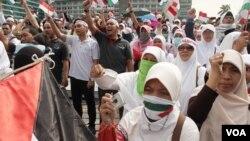 Aksi dukungan bagi Palestina dilakukan di Bundaran HI, Jakarta, 11 Juli 2014 (Foto VOA/ Fathiyah Wardah)