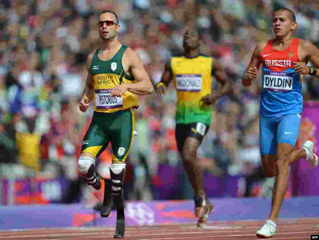 South Africa's Oscar Pistorius (L) and Russia's Maksim Dyldin compete in the men's 400m heats at the athletics event of the London 2012 Olympic Games on August 4, 2012 in London.