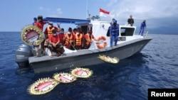 Một lễ tưởng niệm trên biển dành cho thủy thủ đoàn của tàu ngầm KRI Nanggala-402 đã bị chìm, 26/4/2021.