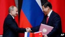 Владимир Путин и Си Цзиньпин. Шанхай, Китай, 20 мая 2014.