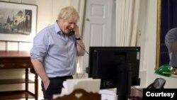 英国首相约翰逊(Boris Johnson)2021年1月23日与美国总统拜登通话(英国首相办公室照片)