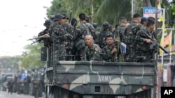 FILE - Government troopers arrive to reinforce their comrades in operations against Muslim rebels, Zamboanga, Philippines, Sept. 19, 2013.