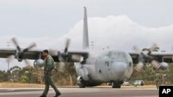 수색작업을 벌이기 위해서 29일 호주 비행장에 도착한 말레이시아 공군기 (자료 사진)
