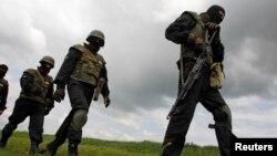 """Pripadnici bataljona samoodbrane """"Donbas"""" za vreme obuke"""