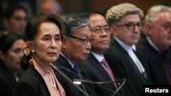 آنگ سان سوچی، رهبر دولت میانمار برای دفاع از کشورش در محکمه حضور دارد
