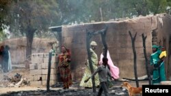 Des habitations incendiées à Baga, localité proche du lac Tchad