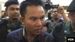 "Suspected murderer Oeuth Ang, who provided police with the name Choub Somlab, which literally means ""meet to kill"" in Khmer, is presented to reporters at police headquarters, Phnom Penh, July 10, 2016."