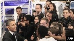 Президент США Барак Обама на научной ярмарке в Нью-Йорке. 29 марта 2011 года