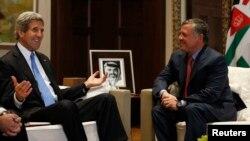 요르단을 방문한 존 케리 미국 국무장관(왼쪽)이 22일 암만에서 압둘라 요르단 국왕과 회담했다.