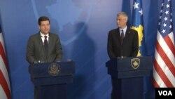 Pomoćnik američkog državnog sekretara za Evropu i Evroaziju Ves Mičel na konferenciji za novinare sa predsednikom Kosova Hašimom Tačijem u Prištini 12. marta 2018.