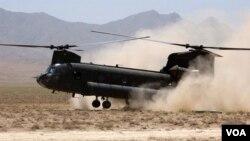Un hélicoptère atterrit en Afghanistan, le 7 août 2017.