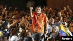 委内瑞拉反对派总统候选人卡普里莱斯3月18日在马拉开波的一个学生集会上