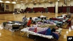 Các nạn nhân bão Sandy đang phải tạm trú trong các trung tâm cứu trợ
