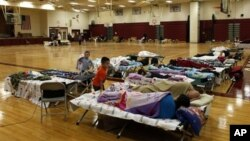 Một địa điểm tạm trú bão của Hội Chữ thập đỏ ở New York