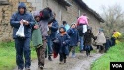 Para pengungsi di Makedonia (foto: dok).