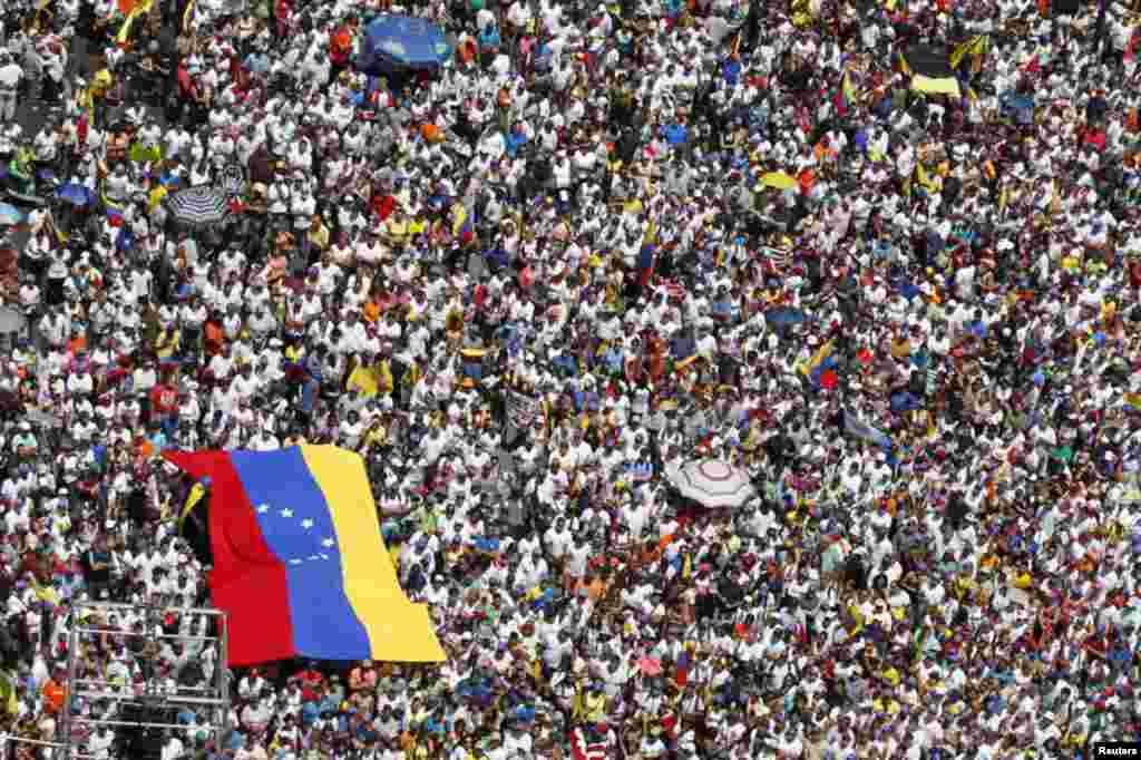 """La marcha de la oposición """"Por la libertad, ¡Dale un parao!"""" fue multitudinaria en Caracas."""