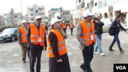Pemantau Liga Arab memantau daerah Daraa, Suriah (Foto dirilis oleh SANA, Kantor Berita Suriah, 3/1).
