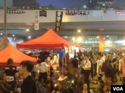 數萬港人冒酷暑連續第三天示威(美國之音海彥拍攝)