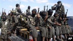 Membros da al-Shabab em Mogadíscio, Dez. 2008 (Arquivo)
