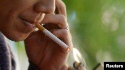 WHO menyerukan kontrol atas penggunaan tembakau dengan melarang iklan produsen tembakau, kegiatan promosi dan sponsor (foto: ilustrasi).