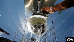 Water on the boil on one of the solar cookers (Photo: Sunfire)