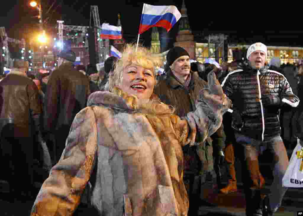 A supporter of presidential candidate Vladimir Putin dances during a rally in Moscow, March 4, 2012. Opposition leaders said the presidential election was marred by widespread violations. (AP)