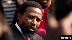 Le roi traditionnel sud-africain Buyelekhaya Zwelibanzi Dalindyebo à Pretoria, le 10 Juillet, 2013 (archives Reuters)