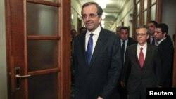 新任命希腊总理萨马拉斯赴第一次内阁会议
