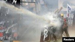 """Турецька поліція почала """"зачистку"""" на площі Таксім. ФОТО"""