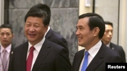 资料照片:中国国家主席习近平和台湾总统马英九在新加坡会晤。(2015年11月7日)