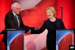 İki aday sert geçen tartışmaya rağmen el sıkışarak ayrıldı