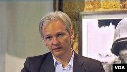 Julian Assange, pendiri situs WikiLeaks, yang dianggap Pentagon membahayakan nyawa tentara AS.