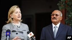 Yemeni President Ali Abdullah Saleh, right, listens to U.S. Secretary of State Hillary Rodham Clinton, as she speaks during a media conference in Sanaa, Yemen, 11 Jan. 2011