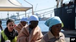 حادثے کے بعد زندہ بچنے والے تارکینِ وطن کو اٹلی کے جزیرے سسلی پہنچایا گیا ہے
