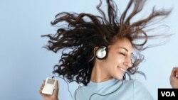 El cerebro de los adolescentes podría dar pistas de lo que será o no un superéxito al escuchar ciertas canciones pop.