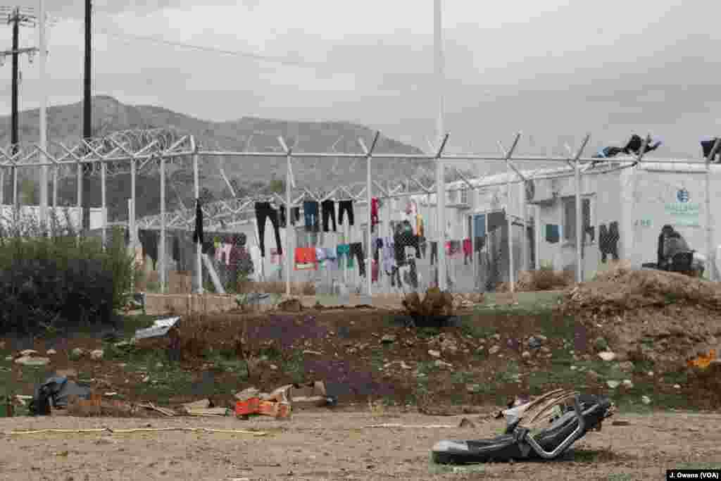 Kamp Vial adalah salah satu dari lima 'hotspot' di kepulauan Yunani di utara yang terdekat dengan Turki.