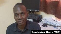 Mouhamadou Camara, président des étudiants handicapés de l'université de Dakar, Sénégal, le 31 mars 2017. (VOA/ Seydina Aba Gueye)