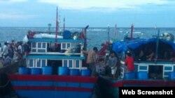 Hai tàu cá Việt Nam bị Trung Quốc tấn công về đến cảng Lý Sơn (Ảnh: lyson.org)