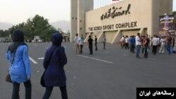 از چهل سال پیش و با روی کار آمدن جمهوری اسلامی، زنان از ورود به ورزشگاه فوتبال منع شدند.