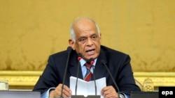 Ali Abdel-Al, le président du nouveau parlement égyptien, prononce un discours devant les membres du Parlement au cours de leur session inaugurale au Caire, en Egypte, 10 janvier 2016. epa / NAMER GALAL ÉGYPTE