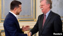 Президент Украины Владимир Зеленский и Джон Болтон