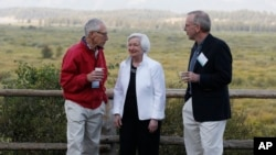 Federal Reserve Chair Janet Yellen, center, Stanley Fischer, left, vice chairman of the Board of Governors of the Federal Reserve System, and Bill Dudley, the president of the Federal Reserve Bank of New York, stroll together before Yellen's speech to the annual invitation-only conference of central bankers from around the world at Jackson Lake Lodge in Grand Teton National Park, north of Jackson Hole, Wyoming, Aug. 26, 2016.