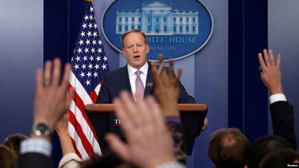 Phát ngôn viên Tòa Bạch Ốc Sean Spicer chủ trì một cuộc họp báo tại Tòa Bạch Ốc ở Thủ đô Washington, 23/1/2017.