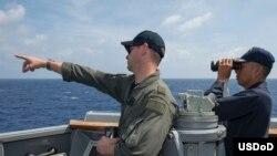 美国海军2016年9月3日在南中国海巡视海面 (美国国防部照片)