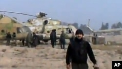 25일 시리아 수도 다마스쿠스 인근 공군기지를 장악한 시리아 반군. 우가리트 뉴스 제공. (자료사진)