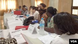 Healthcare workers in a training session for the IPC (Infection Prevention Control) in Freetown, Sierra Leone, March 3, 2015. (Nina deVries/ VOA)