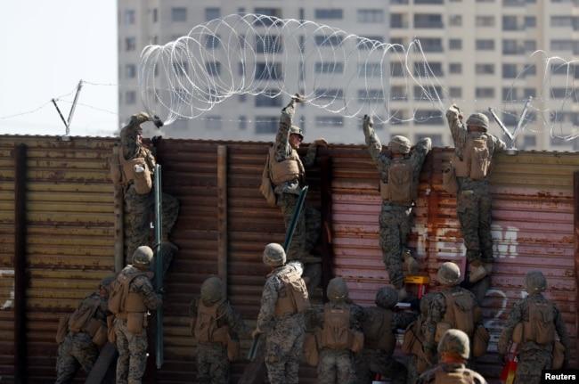 Граница США и Мексики, разделяющая мексиканскую Тихуану и калифорнийский Сан-Исидро